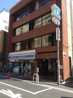 このビルの5階B号室です。